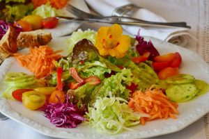 Zalaegerszeg: Egy tányér friss zöldségsaláta az egészséges táplálkozás alapja